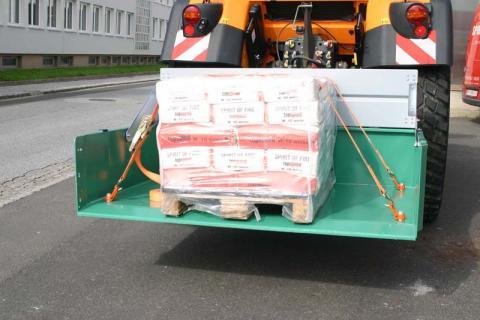 Professionelle Transportgut-Sicherung mit abnehmbaren Anschlagpunkten